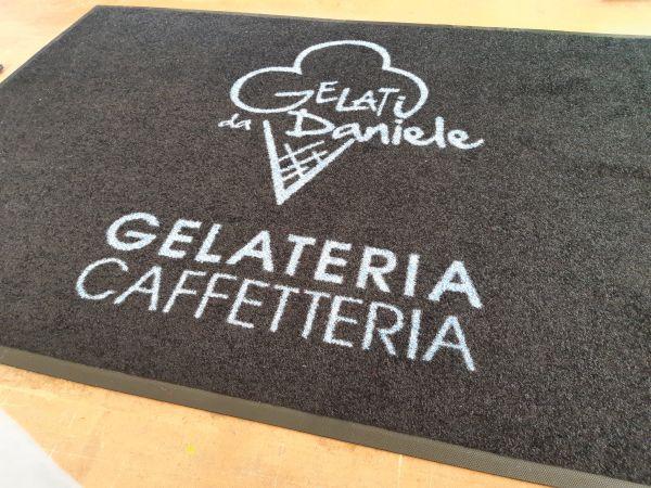 tappeti asciugapassi personalizzati su misura con logo